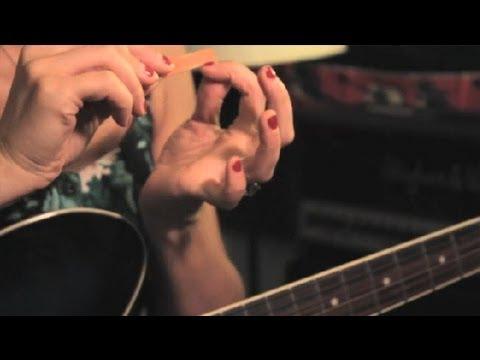Nasıl Gitar İçin Tırnaklarını Damat: Guitar İpuçları Ve Bakım