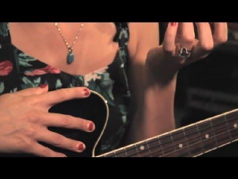 Parmakları Gitar Ağrı Rahatlatmak Nasıl: Guitar İpuçları Ve Bakım