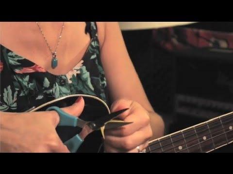 Kırık Gitar Tamir Edileceğini Alır: Guitar İpuçları Ve Bakım