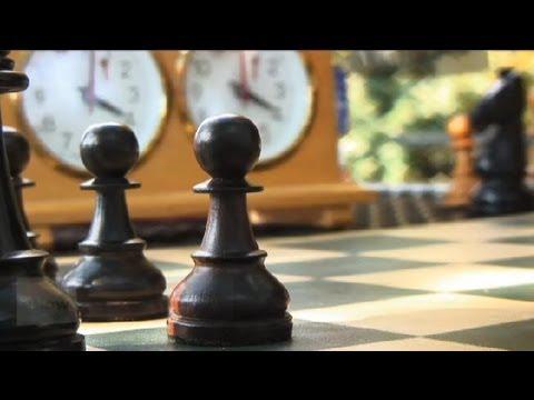 Nasıl Bir Satranç Şampiyonu : Satranç Hamleleri Ve Stratejileri