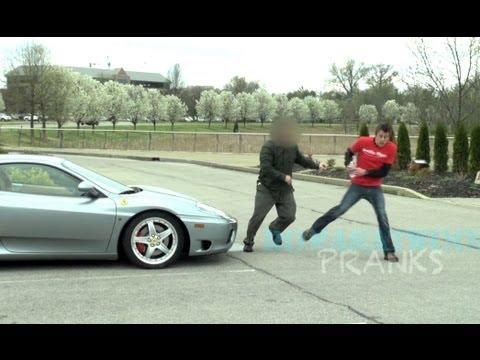Ferrari Sahibi Tarafından - Çiş Şakası Saldırdı