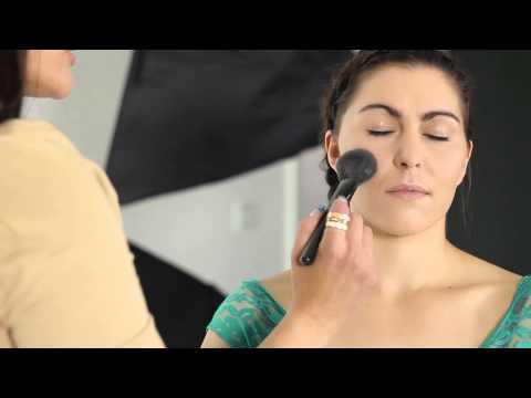 Elf Ten Rengi Toz Uygulamak Nasıl: Güzellik Maven