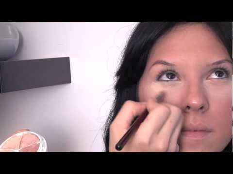 Göz Altı Kapatıcı Koyu Halkaları Kapsayacak Şekilde Uygulamak İçin : Göz Makyajı Tavsiyeleri