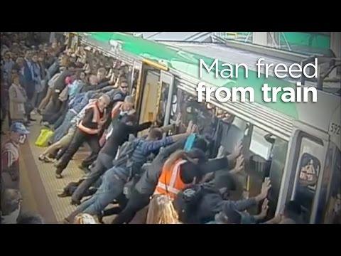 İnsanlar Güç Perth Tren Kapana Adam Serbest Bırakır.